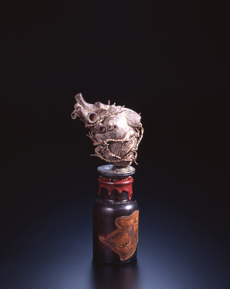 Akio Ohmori, Secret heart, 2012, H21 x W9.5 x D6 (cm)