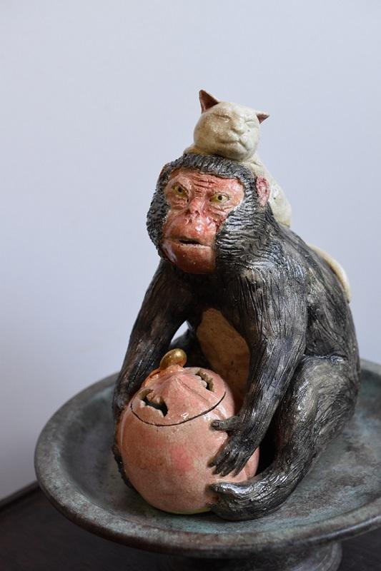 相場るい児「桃抱猿香炉」17×11×h20cm