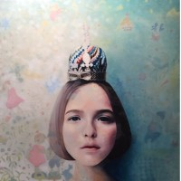 Hyemi Cho, Paper crown, 2015, 30.5×30.5 cm, Oil on wood