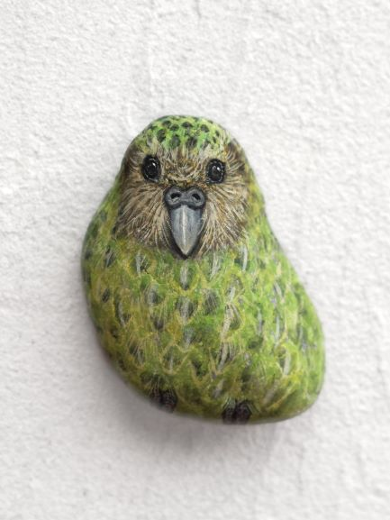 Akie, Kakapo, Natural stone, acryl gouache, h40xw35xd17 mm approx.
