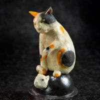 title   Bobblehead Mouse and the Cat on Iron Pod (image 1/3) year :2020 image size:h19×9×11 cm materials:Ceramic price  :44,000 JPY incl. consumption tax note  :Box is sold separately