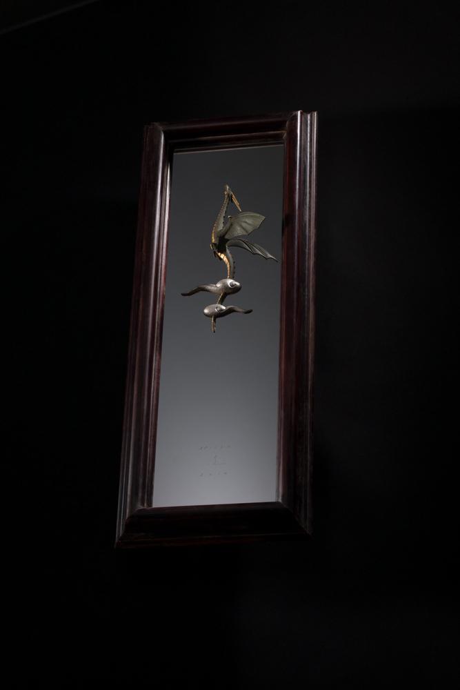 大森暁生「Rising dragon」2015年, ブロンズ、金箔、銀箔、ステンレス、漆、アガチス, H85 x W32 x D8 (cm)