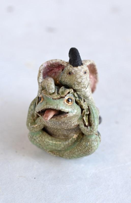兎蛙戯根付_h6㎝