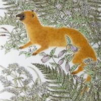 竹内瑠璃「イタチと野の花の陶箱」