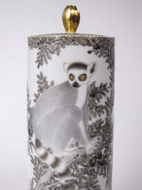 竹内瑠璃「ワオキツネザルの香炉」
