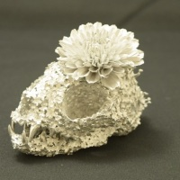 「flower funeral-cat-」h7.0×w7.4×d5.3cm