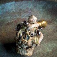 相場るい児「髑髏と蝸牛童子」h 5.5 × 4.0 × 6.5 cm
