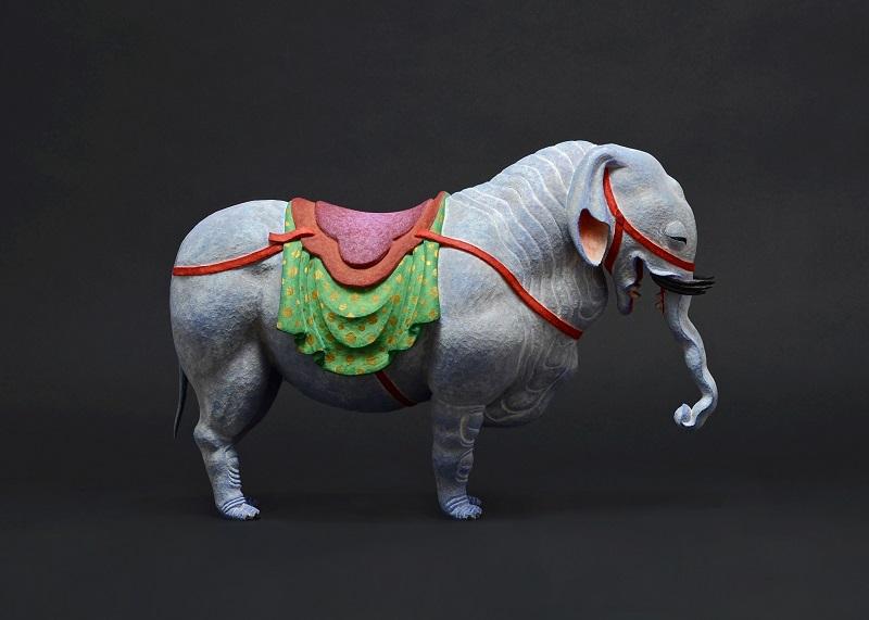 「白象」 2018, 20.0 cm, 檜・漆・顔料・玉眼