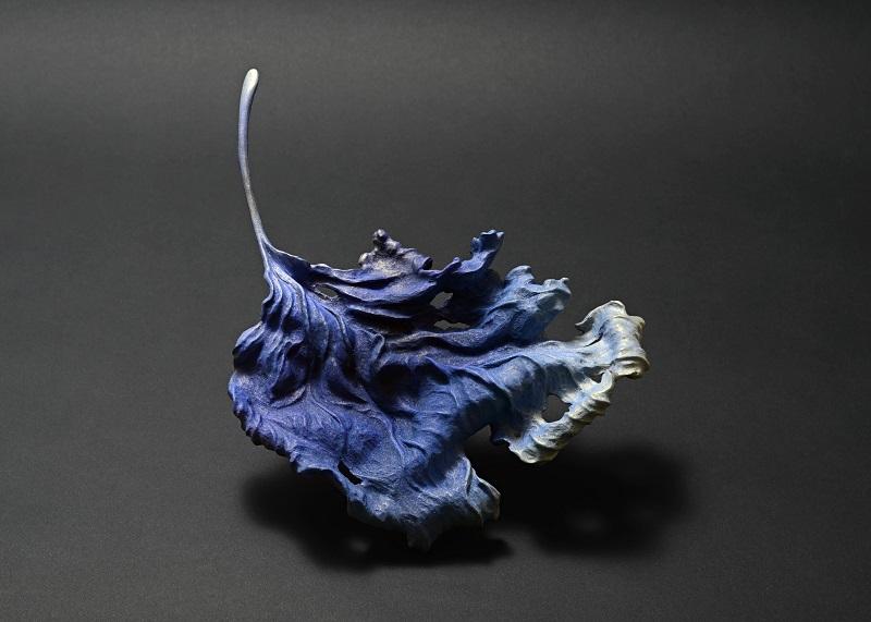 「落葉 - 冬海」 2017, w 23cm, 榧・岩絵具(彩色:須藤和之)