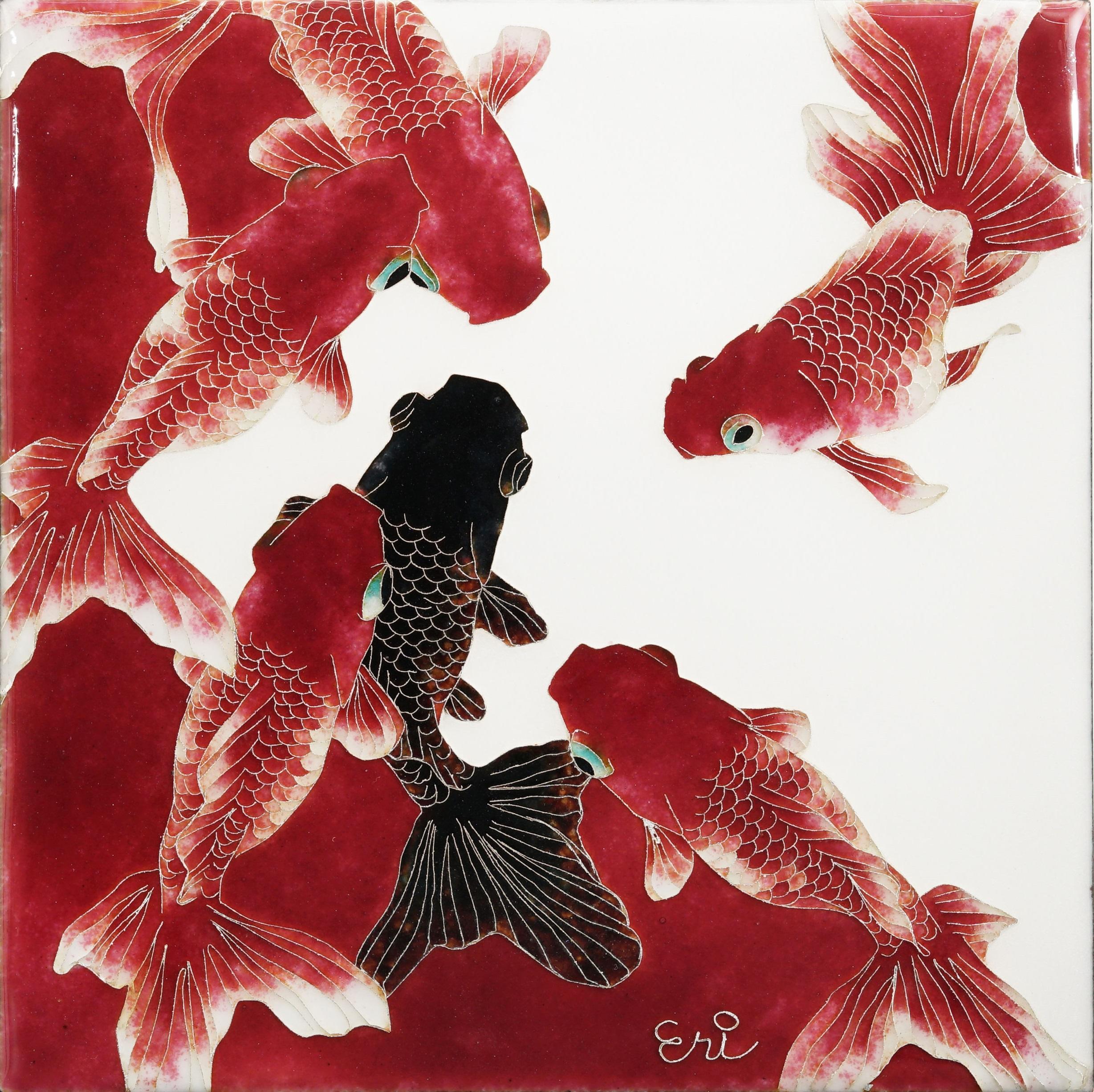 村中恵理「赤々に黒ー琉金ー」2021年、120×120mm、有線七宝(銅板、銀線、七宝釉)
